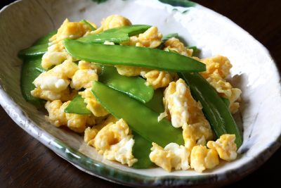 絹さやと卵の炒め物